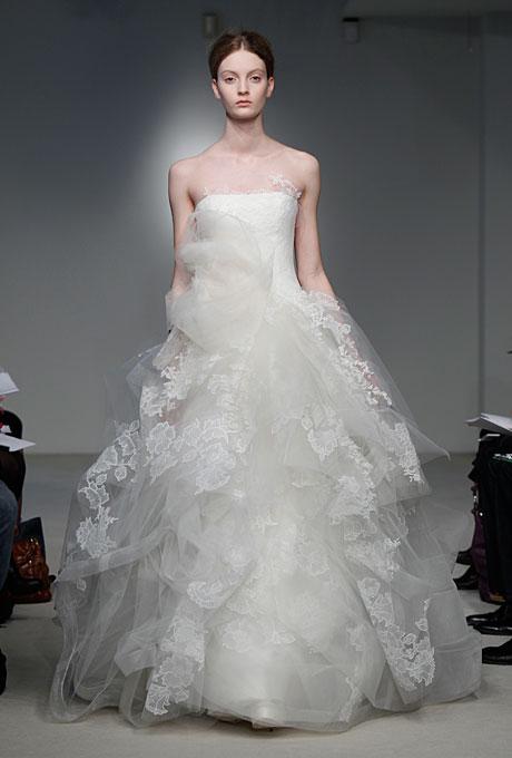Сватбена рокля с дантела Vera Wang Пролет-Лято 2012