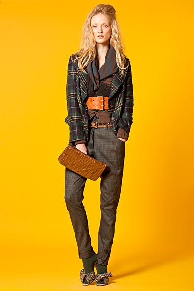 Тесен долу панталон с лек брич и сако каре Anglomania Есен-Зима 2011 от Vivienne Westwood