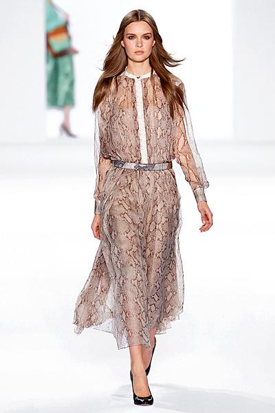 Ефирна рокля змийски мотив в сиво Есен-Зима 2011 Chloe