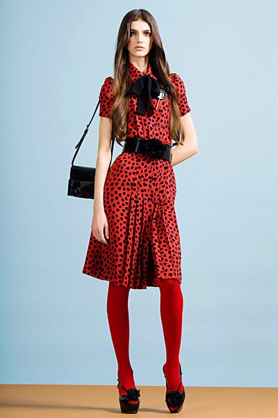 Червена коля с широк колан Предесенна колекция Cheap and Chic от Moschino 2011