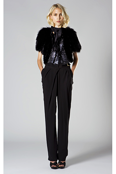 Roberto Cavalli 2011 черен панталон и късо пухкаво яке