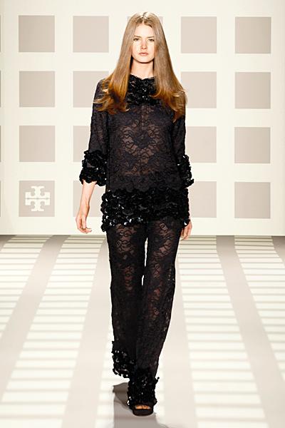 Панталон и блуза с ефектна черна дантела Tory Burch Есен-Зима 2011