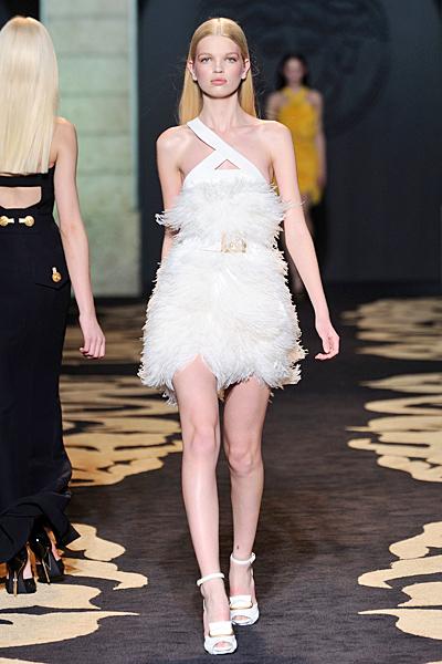 Къса коктейлна рокля бяла Есен-Зима 2011 Versace