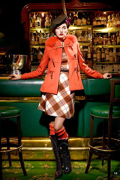 Рокля каре и червено палто Предесенна колекция на dior за 2011