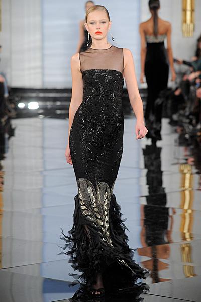 Дълга черна рокля с декорации отдолу и дантелено деколте Есен-Зима 2011 Ralph Lauren