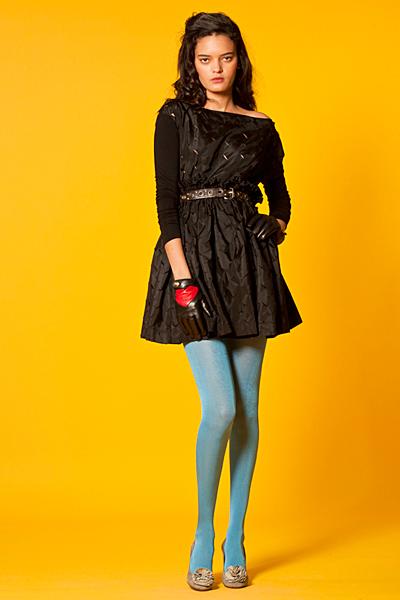 Черна къса рокля разкроена с висока талия Anglomania Есен-Зима 2011 от Vivienne Westwood