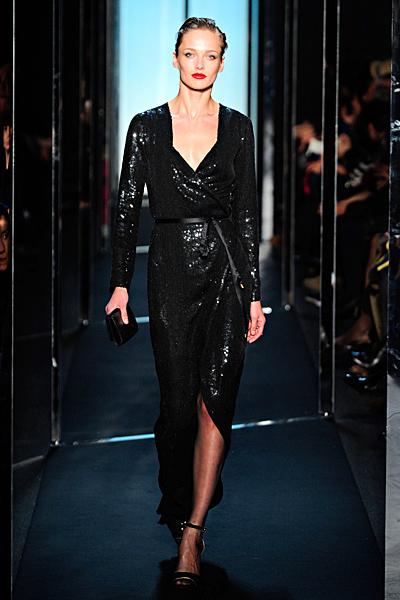 Ретро черна дълга рокля с падащо деколте Есен-Зима 2011 Diane von Furstenberg