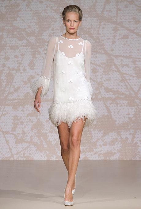 Къса сватбена рокля с пера Jenny Packham Есен 2011