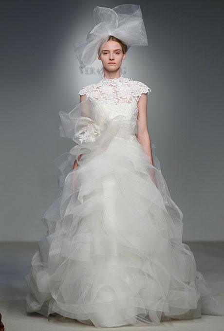 Сватбена рокля с деколте в дантела Vera Wang Пролет-Лято 2012