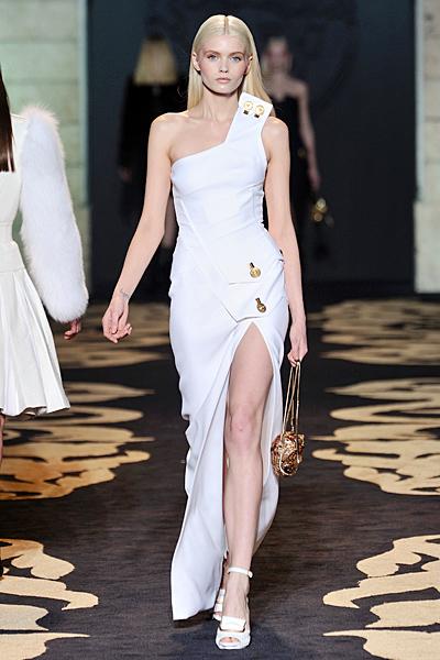 Дълга коктейлна рокля бяла с цепка и една презрамка Есен-Зима 2011 Versace