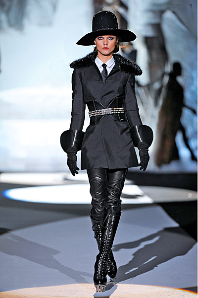 Черен кожен панталон и палто цвят графит Есен-Зима 2011 Dsquared2