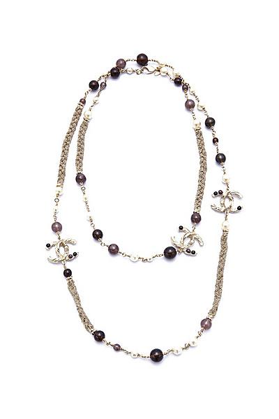 Дълго колие с верижка и камъчета, което се увива 2 пъти Chanel за есен и зима 2011