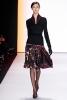 Многоцветна пола и черна блуза Carolina Herrera Есен-Зима 2011