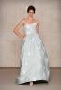 Бледо синя сватбена рокля с бели цветя А-силует  Oscar de la Renta Есен 2011
