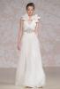 Сватбена рокля с декоративни цветя на раменете Jenny Packham Есен 2011