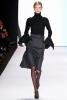 Разкроена пола с висока талия и черна поло блуза Carolina Herrera Есен-Зима 2011
