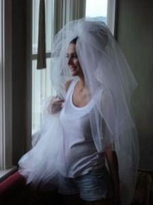 Бергюзар Корел в подготовка за сватбата