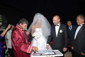 Бергюзар Корел и Халит Ергенч сватба