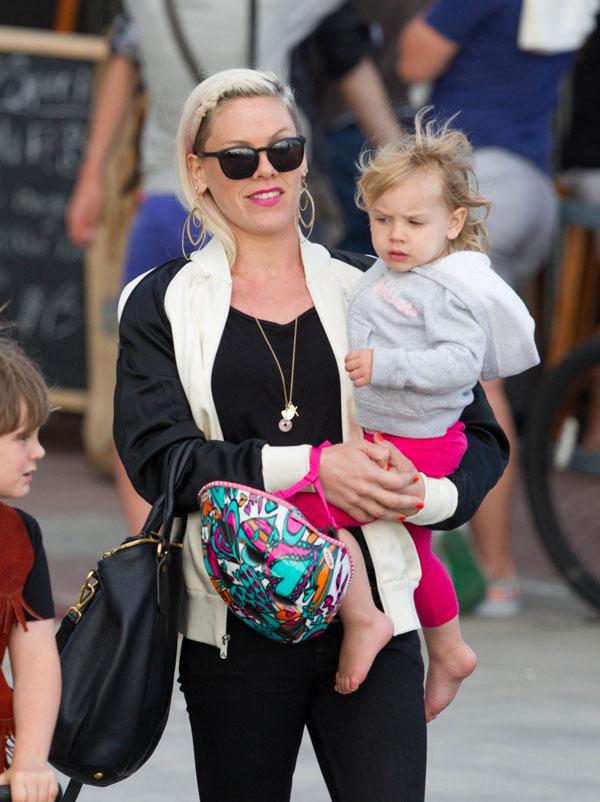 Пинк и дъщеря й