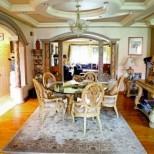 Трапезарята в дома на Лепа Брена