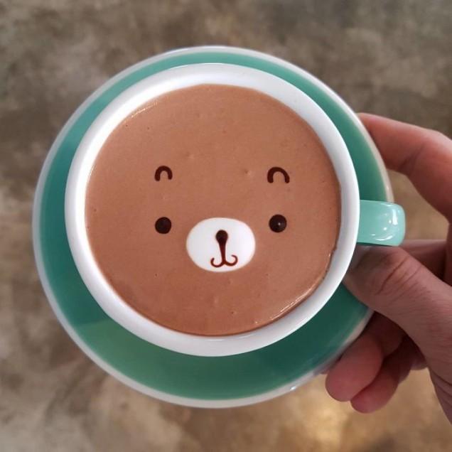 мече в кафе