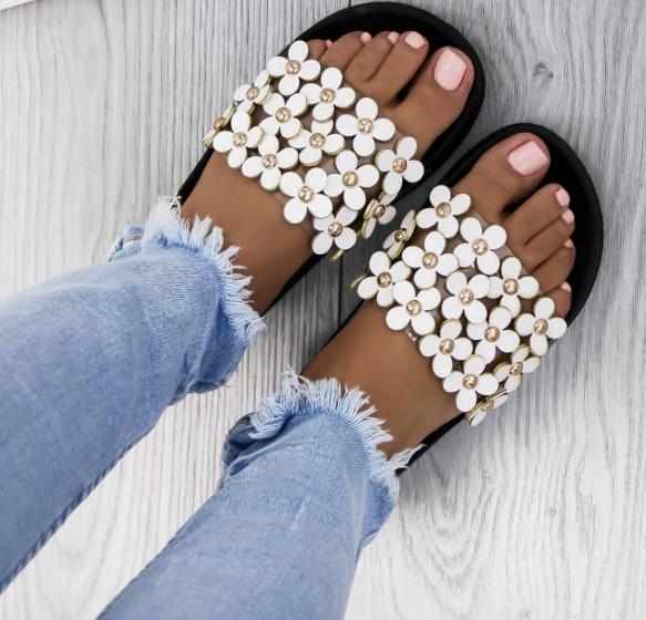 Красиви сандали в бяло лято 2018