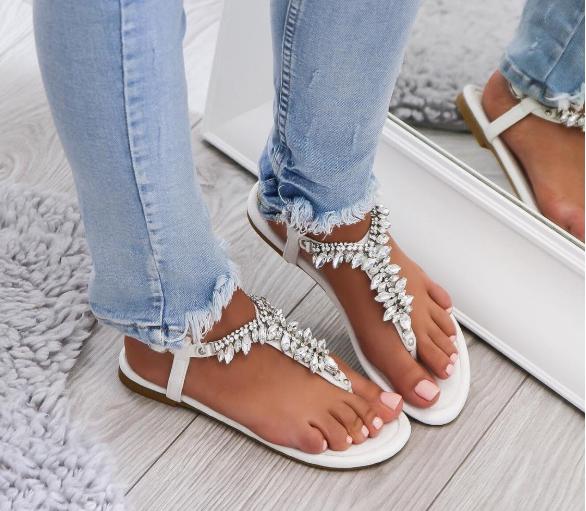 Нежни бели сандали лято 2018
