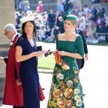 Дълга и стилна зелена рокля с флорални мотиви