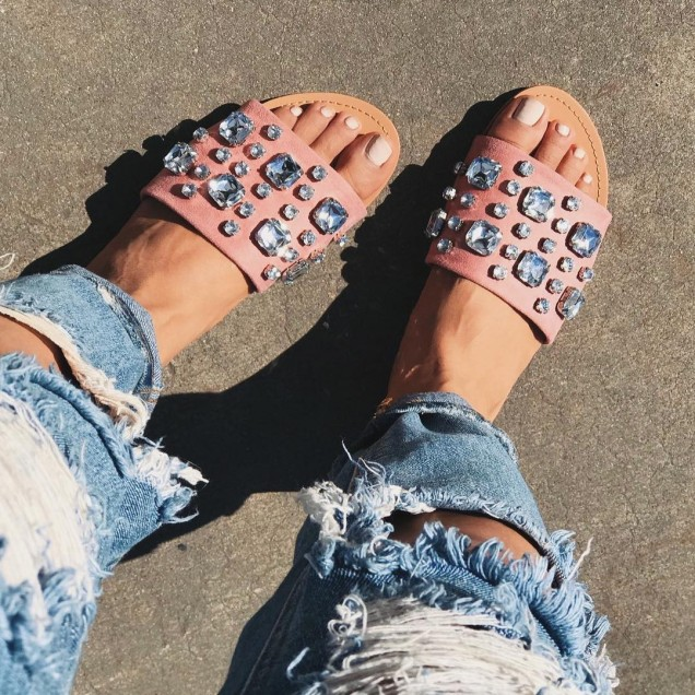 Равни чехли с камъни лято 2018