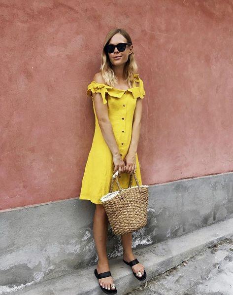 Жълта рокля с паднали рамене лято 2018