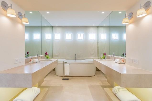 Банята на Шакира и Пике