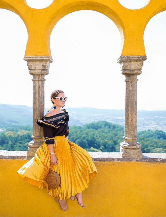 Плисирана пола в жълто лято 2018