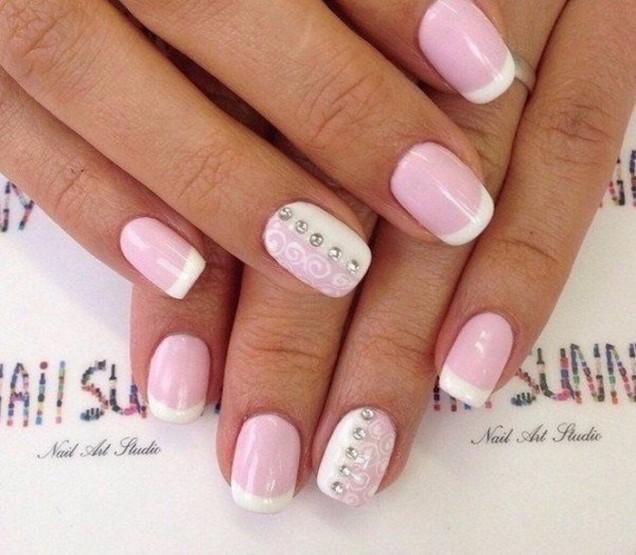Френски маникюр в бледо розово лято 2018