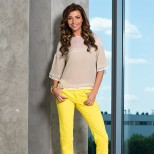 ярко жълт панталон