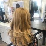 леки букли на пусната дълга коса
