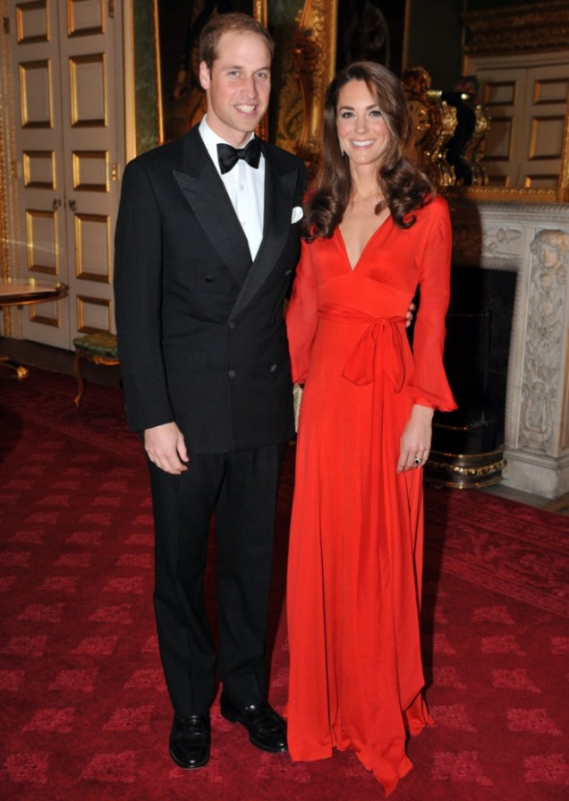 Принцеса Катрин червена рокля