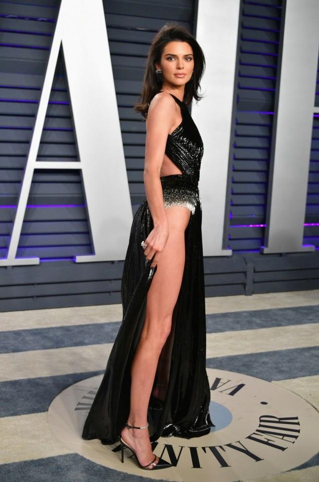 рокля с цепка