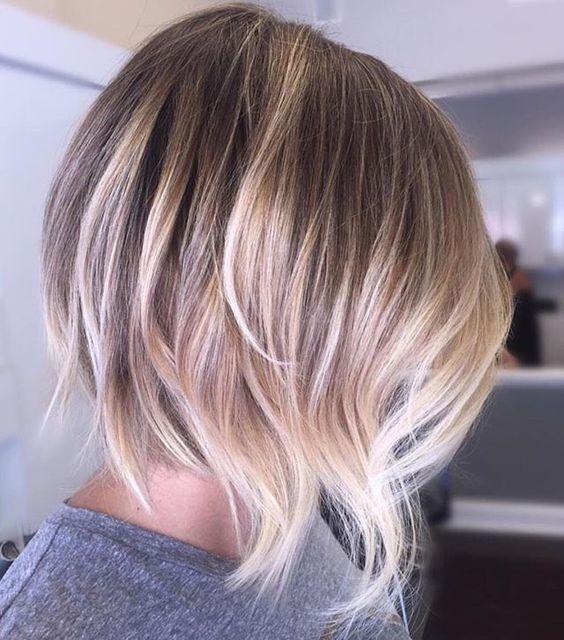 къса коса прическа каре на етажи