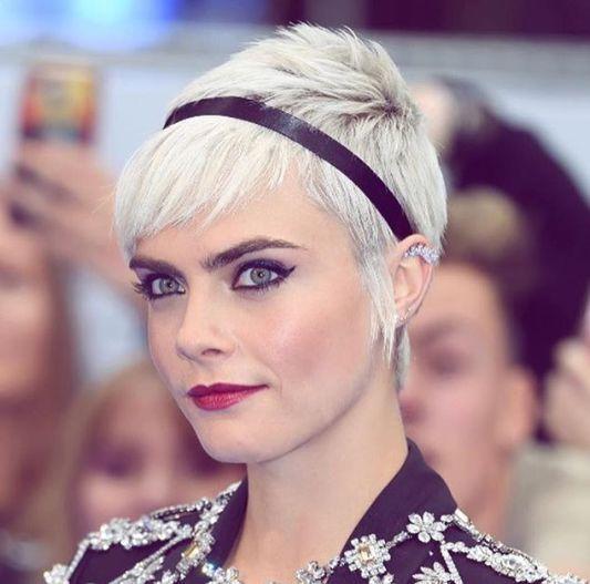 Прическа гаврош с ултраруса коса