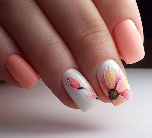 розов маникюр с цветя