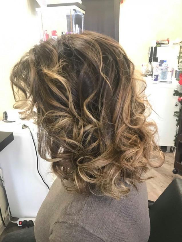 прическа за коса със средна дължина