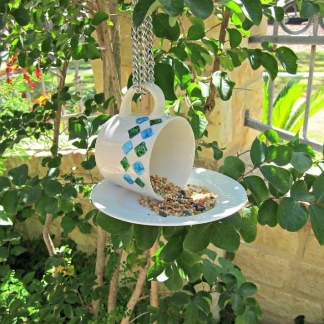 хранилка за птици в чаша