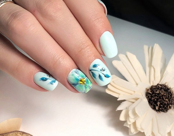 пролетен маникюр синьо-зелен