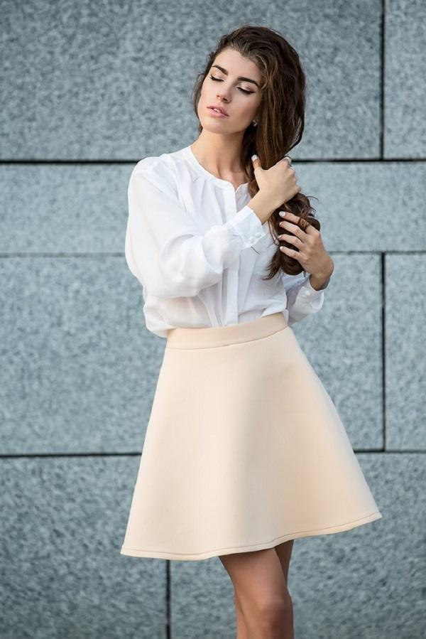 бяла модерна риза