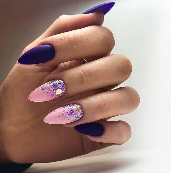 розово- лилав маникюр с камъни