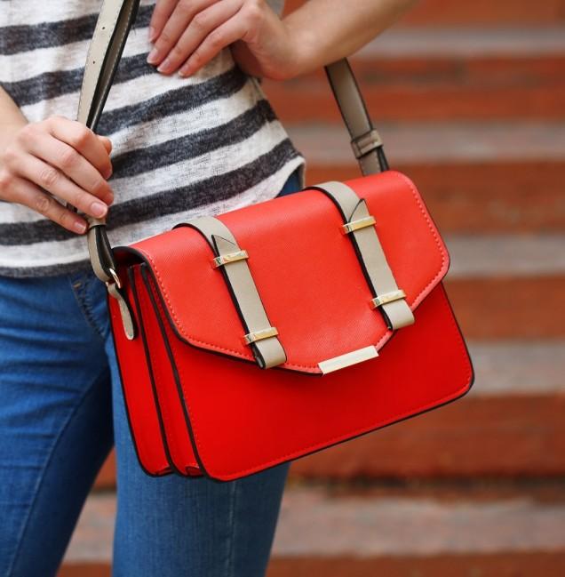 червена ярка чанта 2019