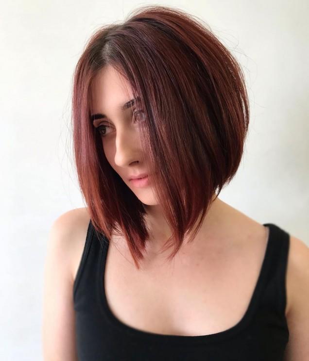Прическа боб за къдрава коса