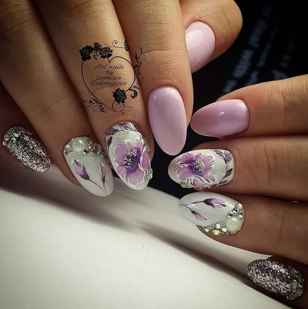 пролетни мотиви върху ноктите