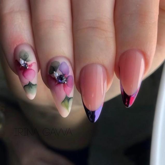 розов маникюр на цветя