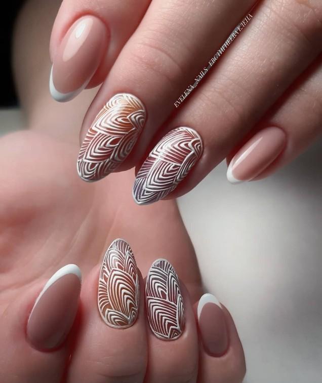нежни рисунки върху ноктите